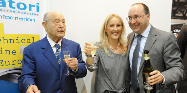 Eng. Giuseppe Volpe celebrates with his daughter and son, Maria and Matteo, the 40th anniversary of Elevatori magazine